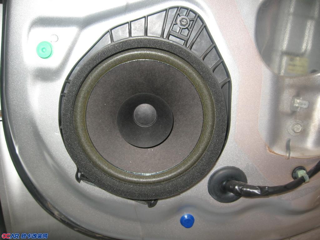 聆听天籁之音---别克新君威汽车音响改装惠威汽车音响天津车天下汽车音响改装机构呈献 别克新君威车受到了众多好评,但原车音响系统过于乏味干涩,满足不了喜欢音乐的车主,这位车主大哥喜欢动感、快节奏的音乐,要求音质纯正,低音清爽,中频饱满,人声体现真实干净,一看就是对生活品位要求比较高的人,所以我们给他试听了惠威的F1600,当干净清澈的歌声和滂湃的大动态音效发挥出来时,这位大哥喜上眉梢,决定开动工改造爱车了。  【改装配置】 前声场:惠威F1600II 6.
